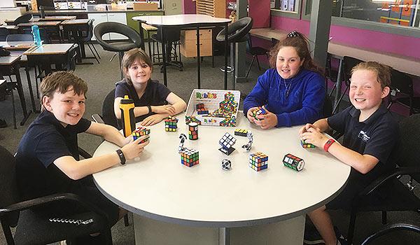 Rubiks UNO Club